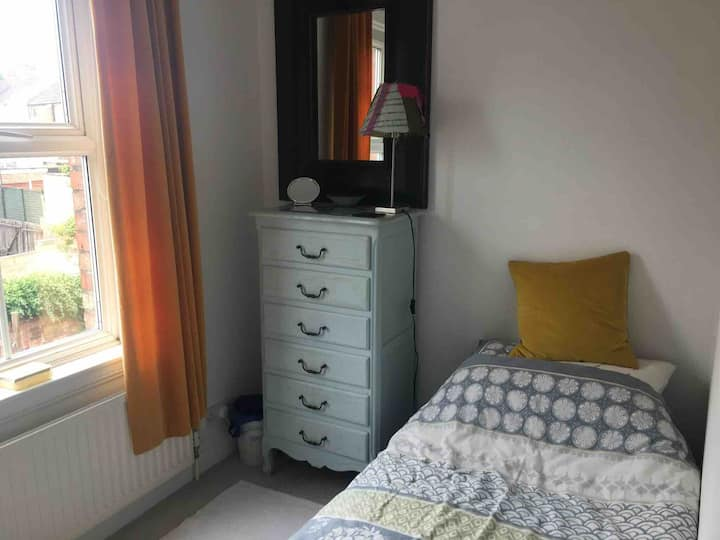 Great value single room in central location