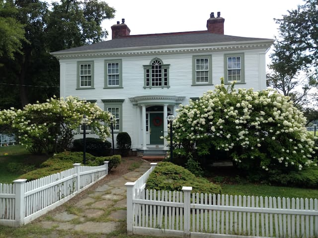 The Daniel Stebbins Inn Bed and Breakfast - South Hadley - Inap sarapan