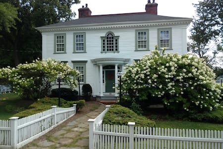 The Daniel Stebbins Inn Bed and Breakfast - South Hadley - 家庭式旅館