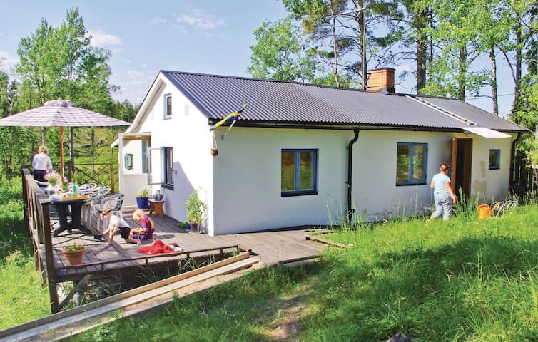 Holiday cottage with 2 bedrooms on 70 m² in Norrtälje