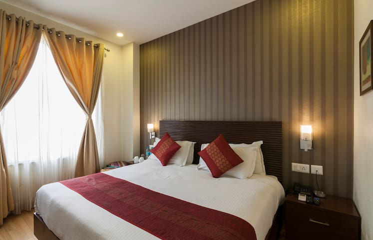 Luxury Budget Rooms near Hawa Mahal
