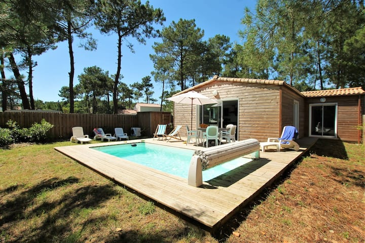 Villa Calistea, wooded garden and heated swimming pool close to the beach