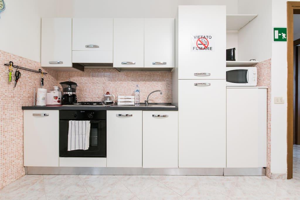 La cucina dispone di centrifuga, macchina per il caffe, spremiagrumi,tostapane, bollitore elettrico, e forno microonde