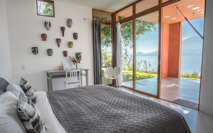 ANZAN WHITE SUITE | B&B | LAKE VIEW | BEACH