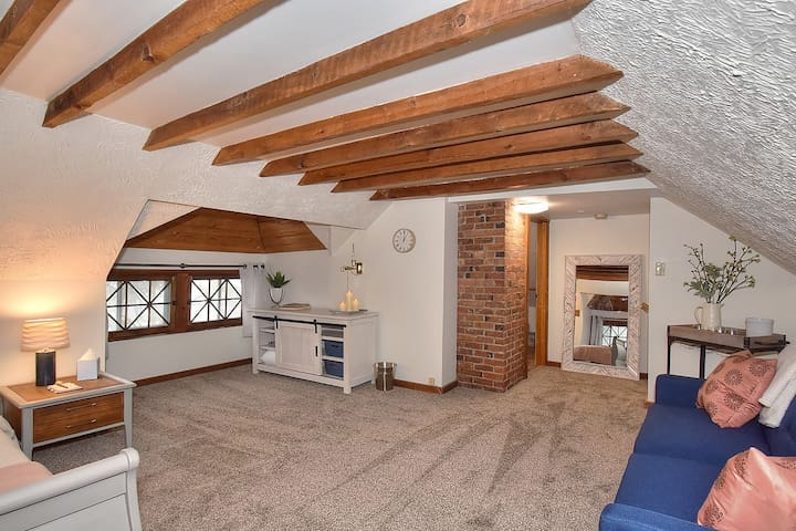 The carpet is so soft in the loft it would be comfy for those extra bodies who love the floor.