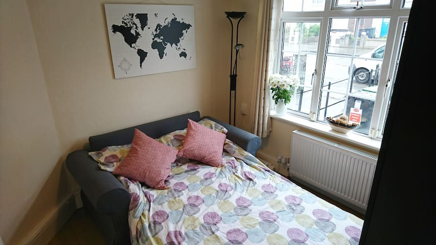 Double & Single room | 15mins from City Centre