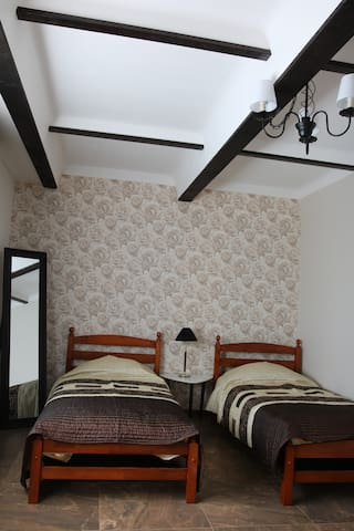 Cosy family guest house - Neveronys - Huis