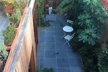 This is how (y)our garden and roof terrace looks like in the summertime. We like it green!!