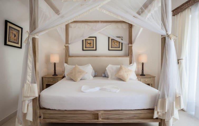 Luxury 2 Bedroom Beach Apartment