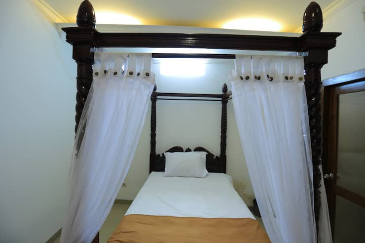 Single Classic Luxury Room In Baciro Yogyakarta
