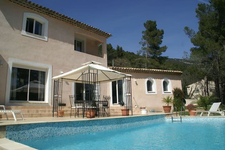 Villa with lovely view and private swimming pool near Bargemon (2km)