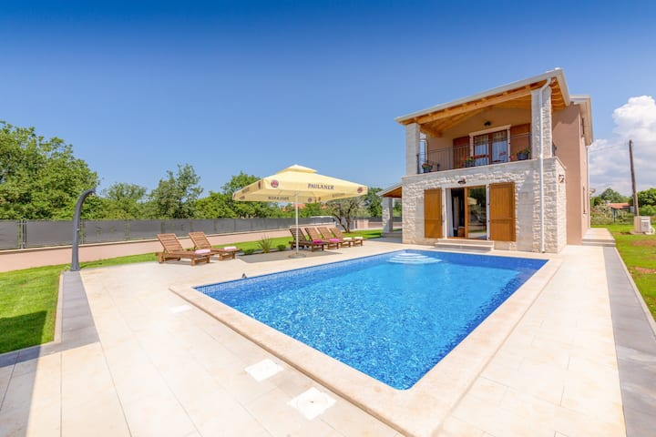 Newly built Villa Melani with pool