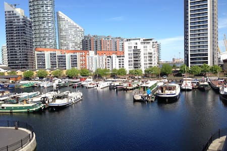 Luxury Apt in modern development with marina view - London