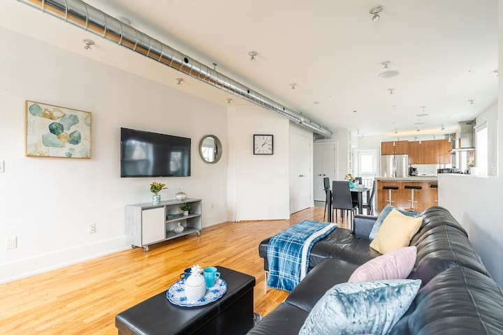 NEW - Renovated 2BR Loft - Steps from Metro!