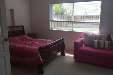 Room1 double bed plus pullout couch - Upper Coomera