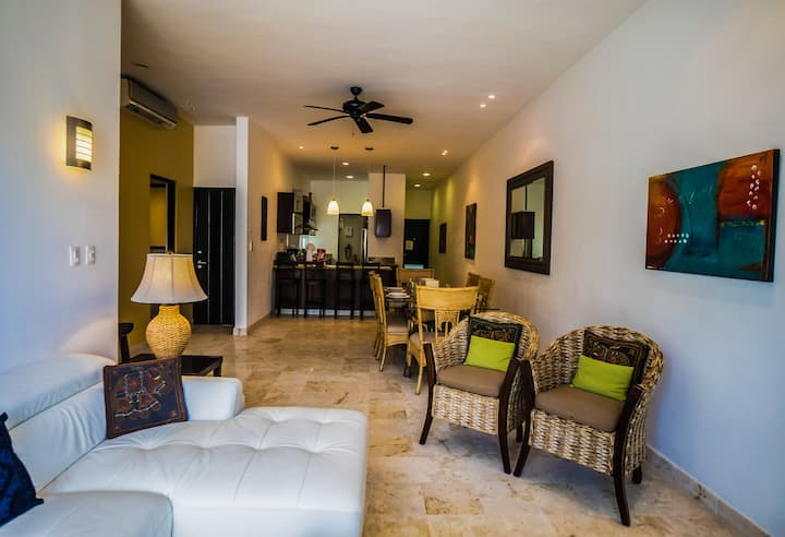 Location, great rooftop and comfort at La Vista 6!