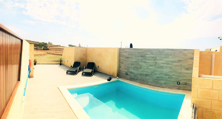 Highly Furnished Penthouse with Pool & Views