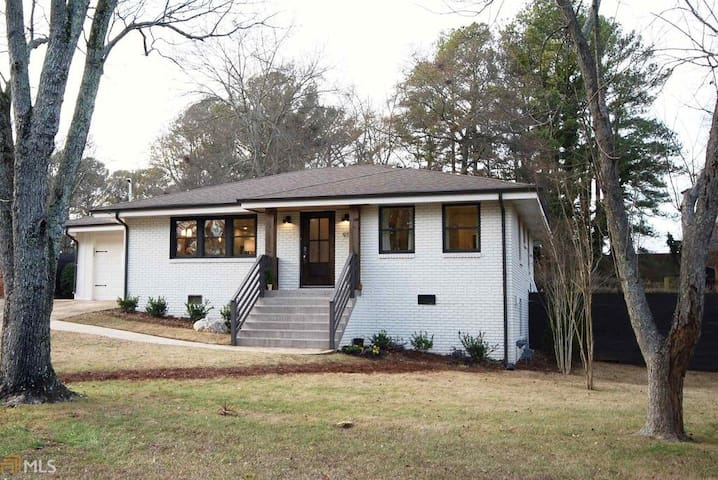 Cozy rooms for rent in a charming ranch