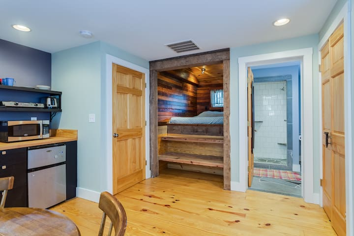 Cozy bright studio walk to UVA/DT - Charlottesville - Apartmen