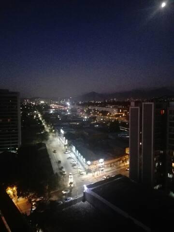 Santiago, a pasos de  Metro y Avenida Libertado Bernardo Ohiggins (avenida principal de Santiago) y Avenida ecuador