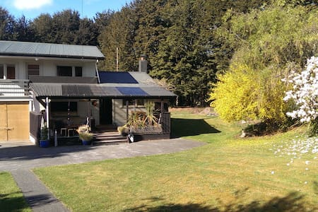 Cosy Riverside Cottage - Manapouri - 独立屋