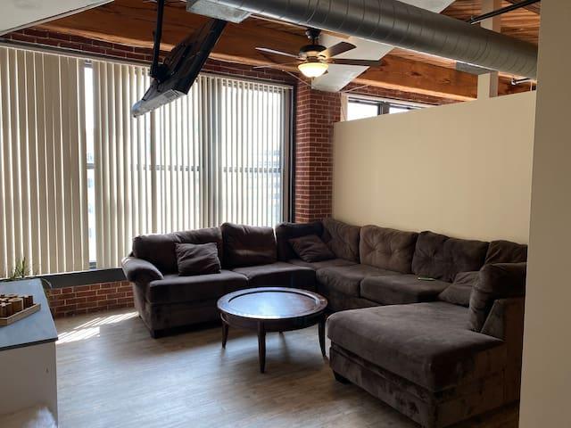 Downtown Wash Ave. Luxury Loft/ City View 4L