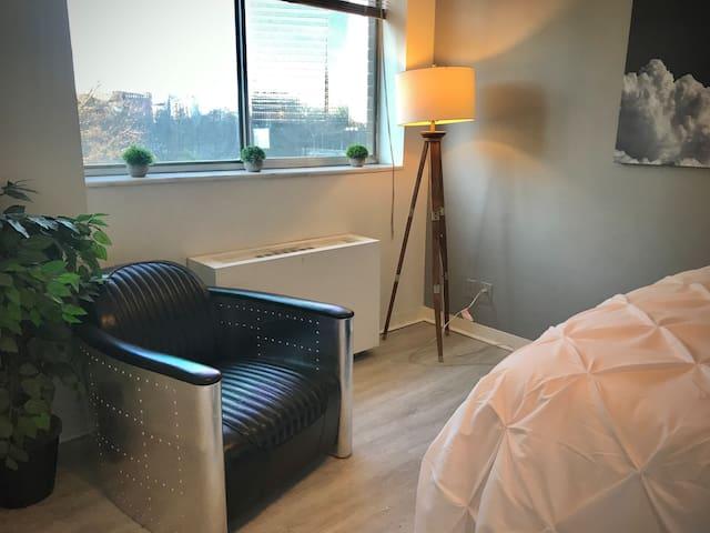 2 Bedroom Condo @ Mid/Downtown ATL