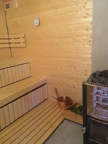 Vedfyrt badstue som blir raskt varm Easily heated nordic sauna