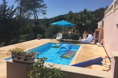 Chambre dans villa avec piscine - La Motte
