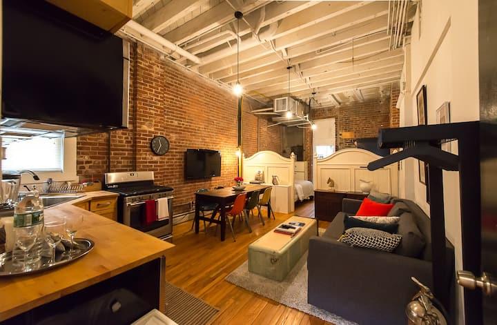 Huge Artistic Brick Wall Studio Sleep 6 Near NYC