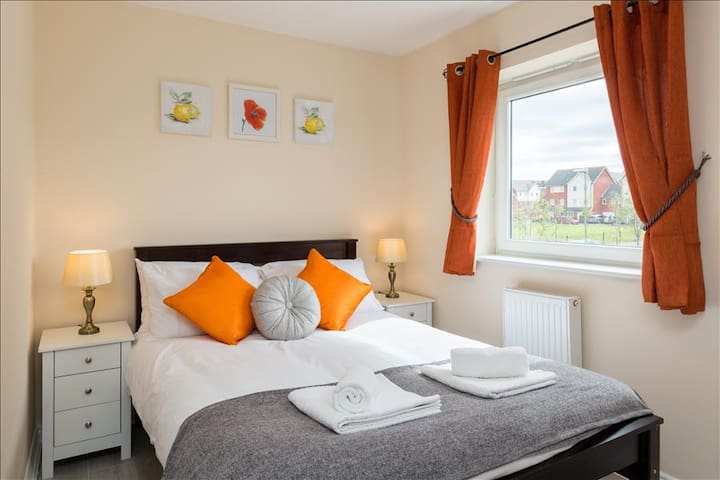Luxury Two Bed Apartment With Parking - Wolverhampton - Apartmen