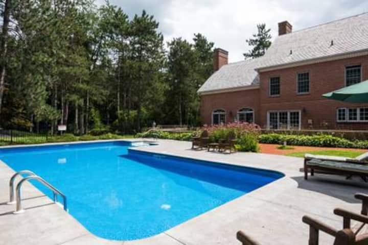 Incredible Estate w/ Pool for Family/Friends!!
