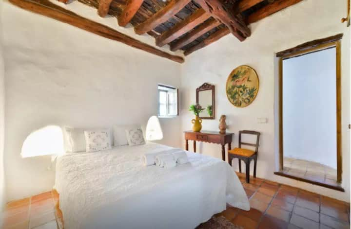 Room in Traditional Ibizan Finca with Jacuzzi - CS