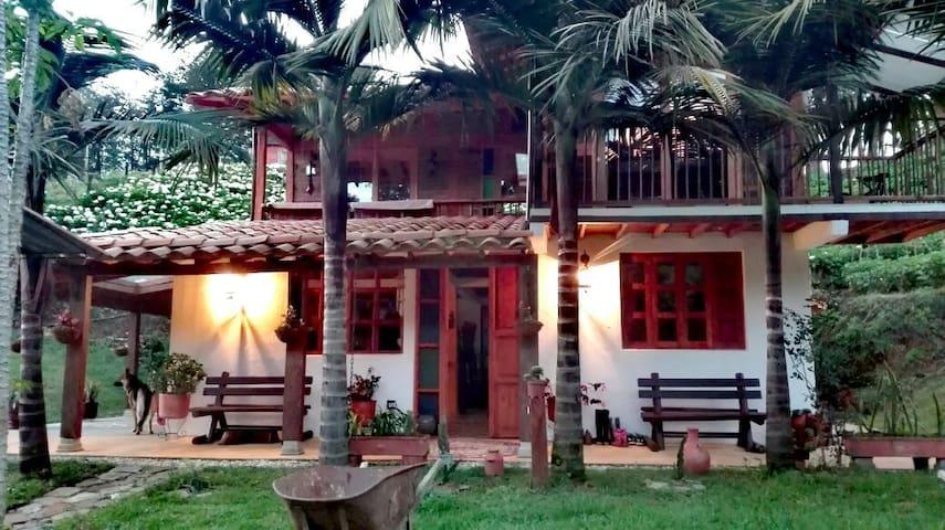 La Casa de Loto Yoga & Meditation - La Ceja - Natur-Lodge