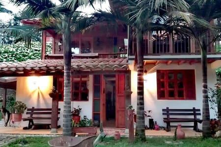 La Casa de Loto Yoga & Meditation - La Ceja - Rumah tumpangan alam semula jadi