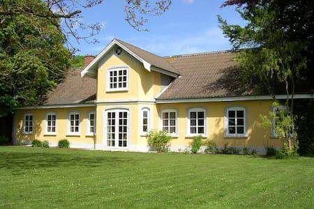 Hyggelig lejlighed på bondegård - Strellev - Haus