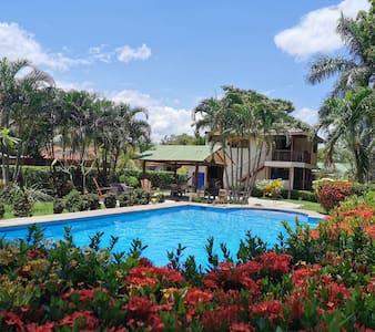 Explore el paraíso (Linda Vista casa de campo)