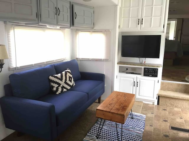 Comfy Camper by the Pond- Just 15 minutes to OBX!