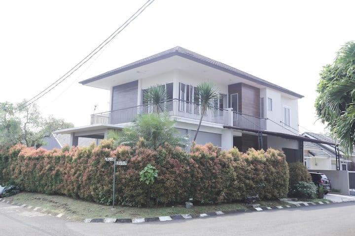 Villa @ Bogor Park Residence