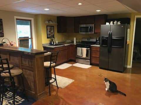 Spacious suite,private patio,safe,horse property