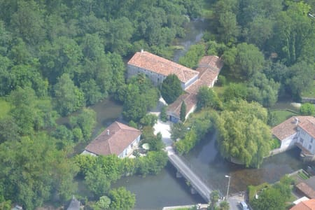 14th Century watermill & Gîte complex. Cottage 2. - Pons - 一軒家
