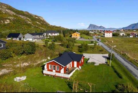 Trivelig hus i havgapet i nordnorsk natur