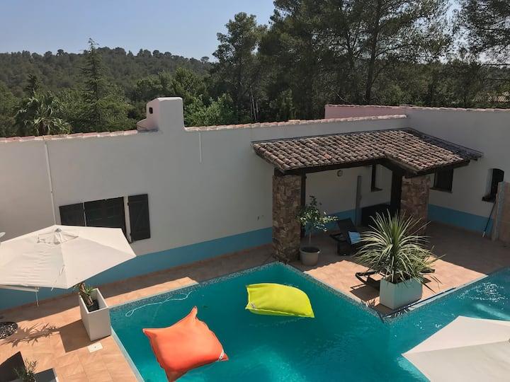 Studio ds villa avec piscine chauffée