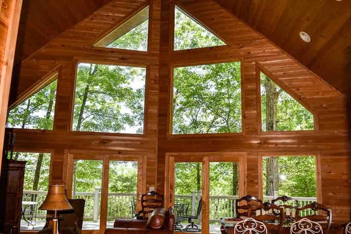 Secluded Luxury Cabin Nestled in Smoky Mountains!