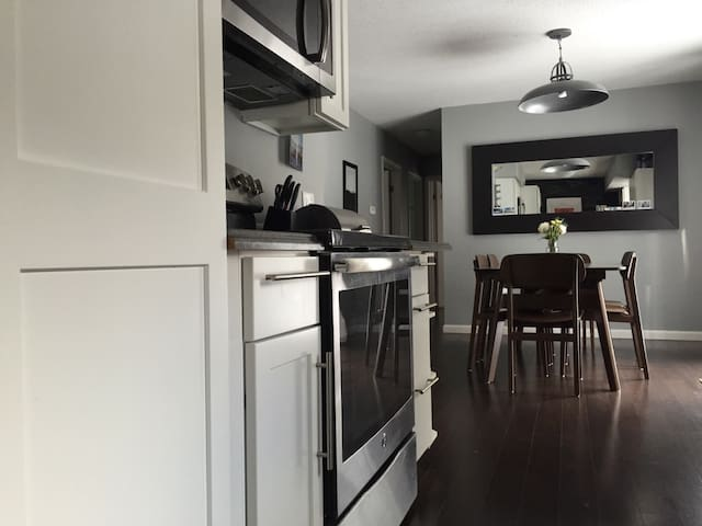 Cheerful and Relaxed Home w Bikes 1 mi Downtown - Traverse City - Casa