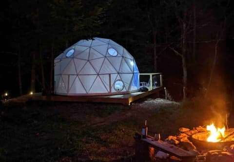 @GlampingUnplugged Dome on trout stream: Boone NC