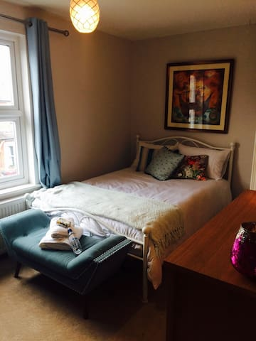 Beautiful double bedroom with ensuite in Caversham