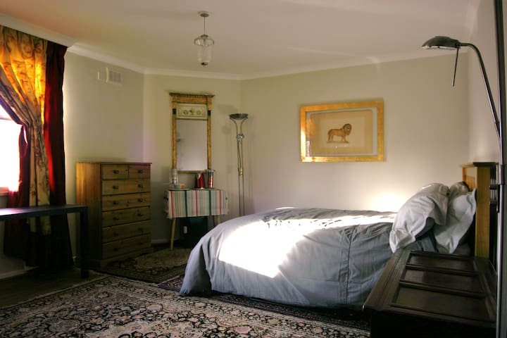 Spacious double room in sunny riverside apartment - London - Apartment