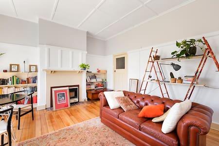 Art Deco Charm in stunning Parkville - Parkville - Apartment