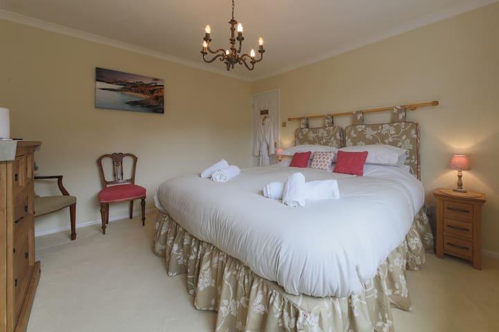Super King bed + private wet room.. - Falmouth - ที่พักพร้อมอาหารเช้า